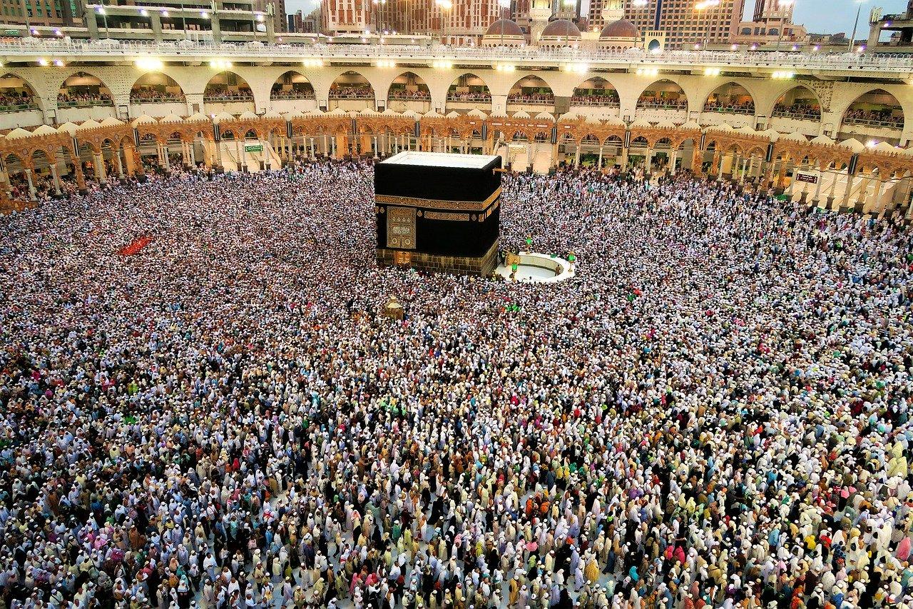 Piatra neagră din Kaaba, o piatră sfântă venită din spațiu?