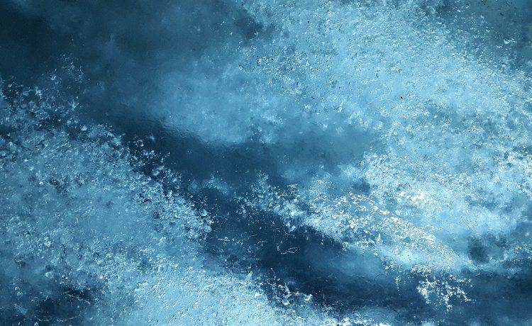 Virușii și bacteriile antice adormite în gheață revin la viață pe măsură ce clima Pământului se încălzește