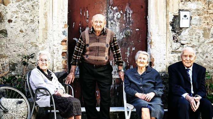 """Oamenii de știință au găsit """"cheia longevității"""" în satul italian unde una din 10 persoane trăiește peste 100 de ani"""
