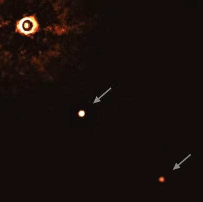 Oamenii de știință au surpris prima fotografie directă cu o stea asemănătoare soarelui însoțită de două planete